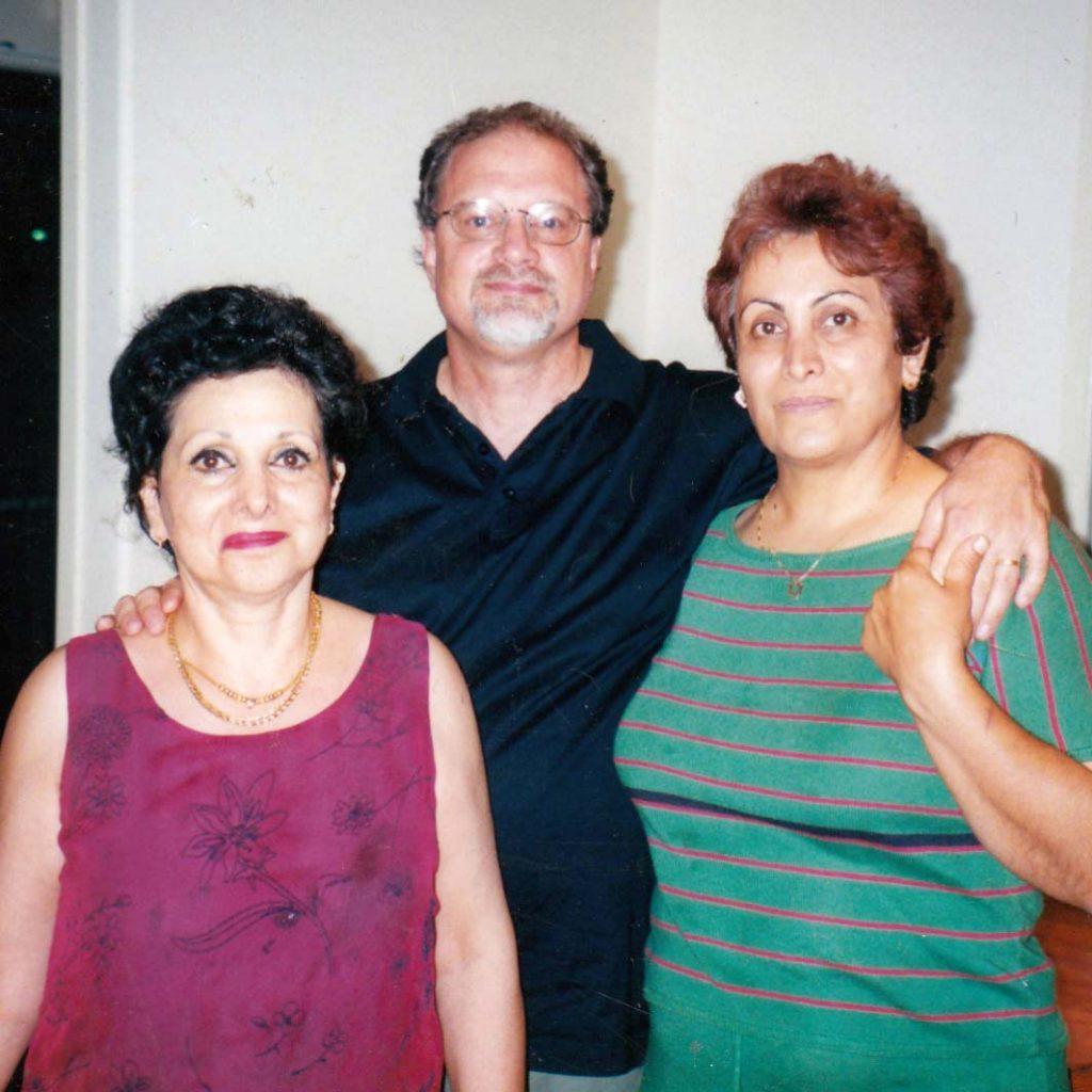Mehrey Sanam Essy Knopf